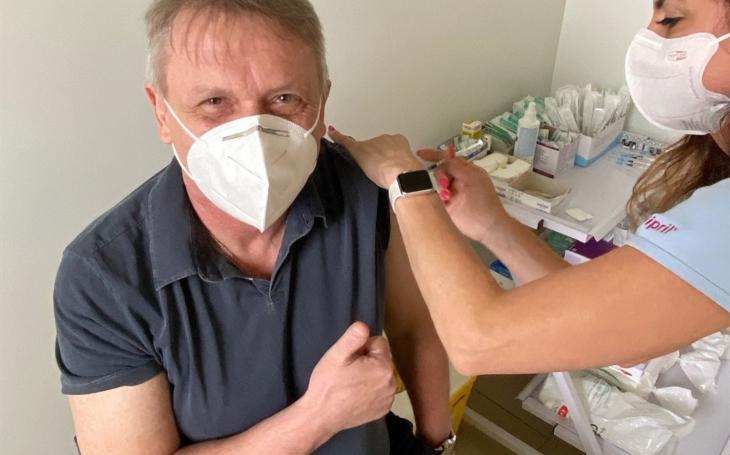 Pardubický kraj: Na očkování v České Třebové dorazil Zbigniew Czendlik
