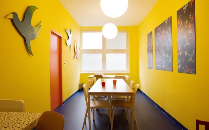 Mostecká nemocnice: Čekárna a jídelna dětského oddělení těší novými barvami