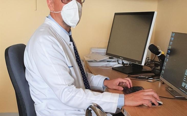 FN Ostrava: Neurochirurgové začali jako první v kraji operovat páteř endoskopicky