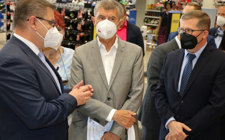 Ústecký kraj: Očkovací centrum bez registrace v obchodním centru Forum zahájilo provoz