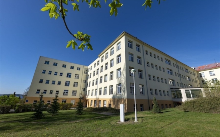 Nemocnice Písek: Lékaři zdokonalují operaci štítné žlázy