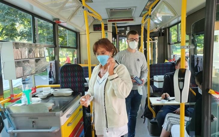 Ústecký kraj: Očkovací autobus Krajské zdravotní měl premiéru na výstavišti v Lounech, pro vakcínu si přišlo 56 lidí