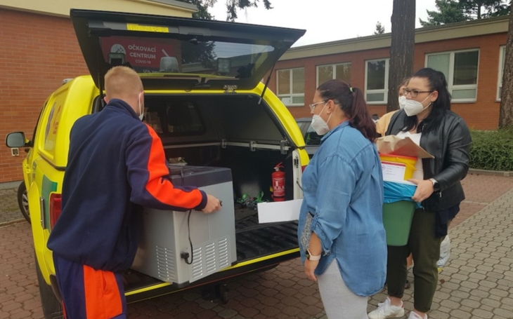 KNTB Zlín: Očkovat do obcí vyrazil i mobilní tým Baťovky