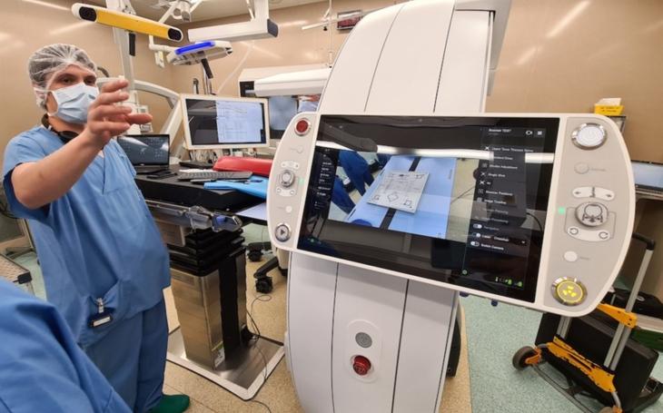 KNTB Zlín: Neurochirurgie má k dispozici unikátní 3D RTG zobrazovací systém, jediný svého druhu v ČR