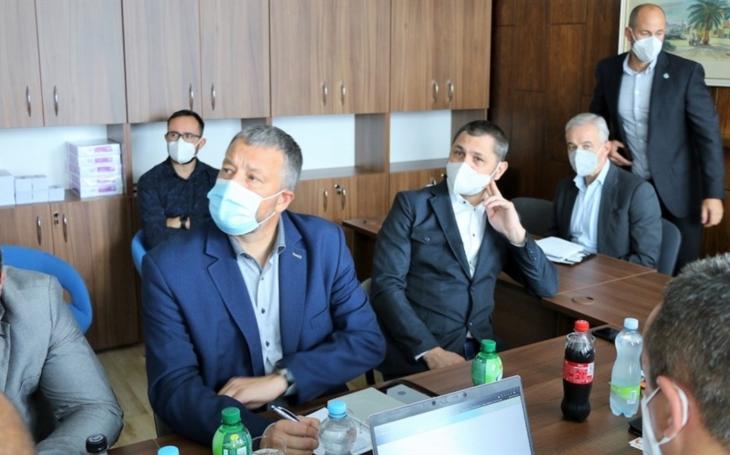 Ústecký kraj: Představitelé vedení Krajské zdravotní, kraje, města a bezpečnostních složek jednali v mostecké nemocnici