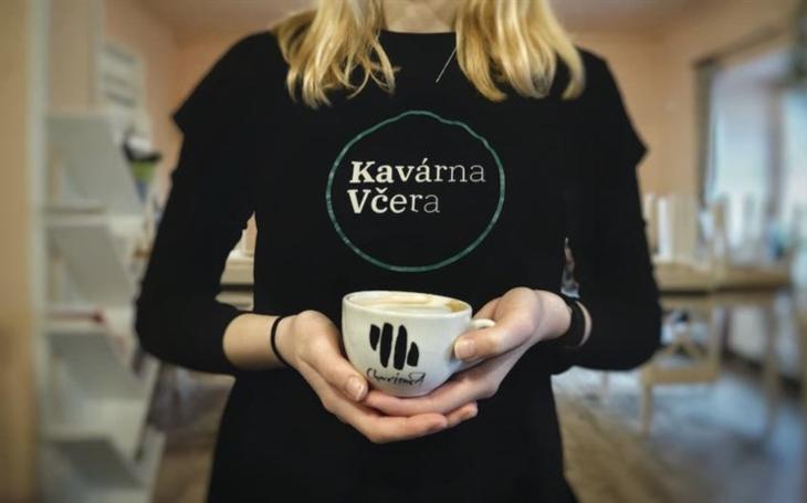 Středočeský kraj: Organizace Dementia otevřela ve novou Alzheimer-friendly kavárnu. Zapojit se můžete také do virtuálního Běhu proti demenci