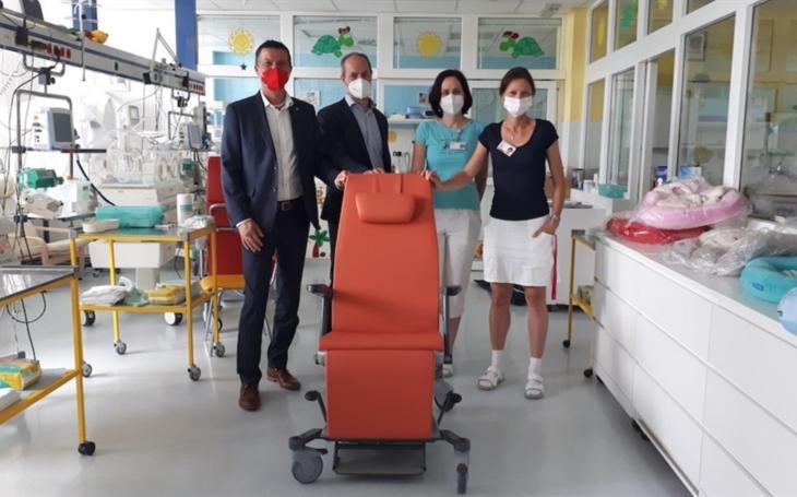 Nemocnice Jihlava: Maminky mohou využít klokánkovací křesla