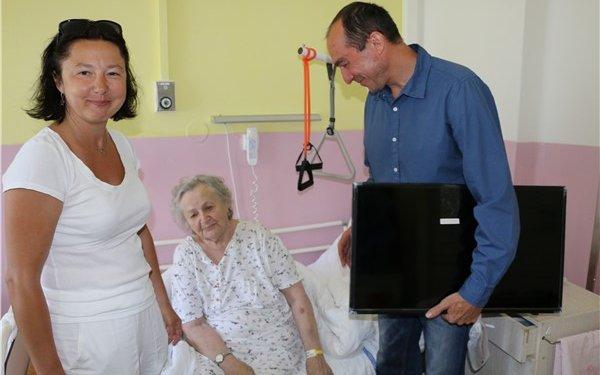 Krajská zdravotní obdržela darem pět televizorů pro oddělení následné péče v Ryjicích