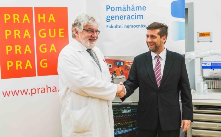 Podpora pražským nemocnicím má konkrétní podoby. Radní Radek Lacko předal podporu FN Motol