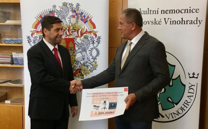 Radní Radek Lacko předal dotaci FN Královské Vinohrady - 1 300 000 Kč