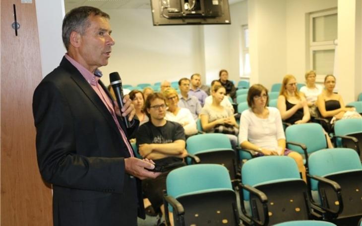 Lékařům v Krajské zdravotní přednášel profesor Antonín Jabor