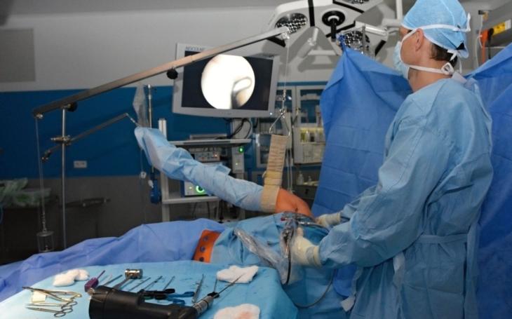 Ortopedické oddělení Uherskohradišťské nemocnice získalo nové přístroje pro přesnější a bezpečnější operace