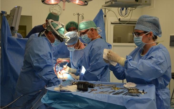Kardiochirurgický tým Krajské zdravotní od loňského května uskutečnil již devět desítek operací
