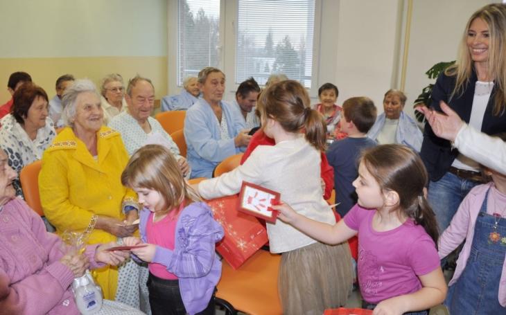 Korunka sbírá dárky pro hospitalizované seniory
