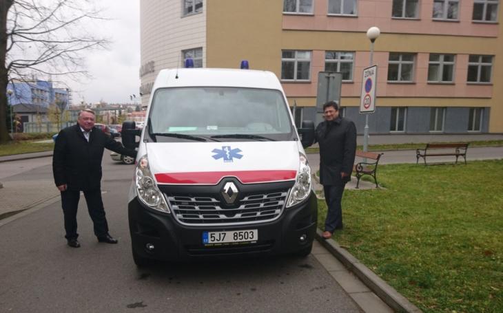 Pelhřimov: Pacientům slouží další moderní sanita za milion korun. Nemocnice ji získala od města